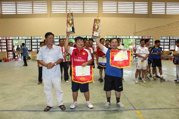 Hạng 1 từ trái qua: TH Phú Thọ 1; THCS Phú Cường