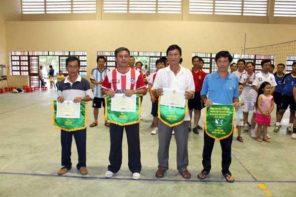 Đồng hạng 3 từ trái qua: TH Tân An; TH Tương Bình Hiệp; THCS Trần Bình Trọng; THCS Phú Mỹ